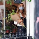 Amelia Windsor – Pictured with bouquet of flowers while out in London - 454 x 438
