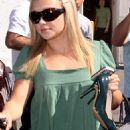 Hayden Panettiere Getting Her Nails Done In West Hollywood 2007-10-10