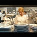 Jenny Wade as Leah in No Reservations (2007) - 454 x 256
