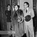 Norma Shearer and George Raft  pose as they enter the Beverly Wilshire Hotel in Beverly Hills,Calif 1940 - 454 x 590