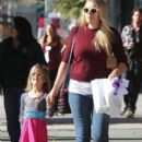Busy Philipps and her daughter Birdie running errands in Los Angeles, California on December 14, 2013 - 394 x 594