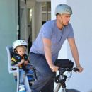 Josh Duhamel is spotted enjoying a bicycle ride with his growing son Axl on January 8, 2016 in Brentwood - 454 x 532