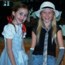 Kaylee Dodson & Noah Cyrus performing at Lollipops & Rainbows 2009
