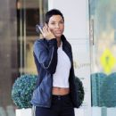 Nicole Murphy buying some pet supplies in Beverly Hills, California on February 14, 2017 - 454 x 546