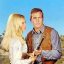 Lee Majors and Linda Evans - 344 x 500
