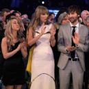 Taylor Swift Repeats as ACM Entertainer of the Year