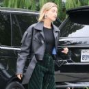 Hailey Baldwin – Heads to Scooter Braun's house in Los Angeles