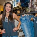 YouTube Celebrity Bethany 'Macbarbie07' Mota attends an exclusive meet & greet at the Woodfield mall Aeropostale on August 27, 2013 in Chicago, Illinois - 454 x 302