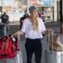 Eugenie Bouchard – Arrives at Airport in Melbourne - 454 x 681