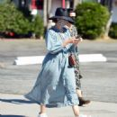 Sarah Paulson – Looks stylish while out for a day of furniture shopping in Los Angeles - 454 x 515