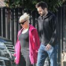 Christina Aguilera – Out in Santa Monica