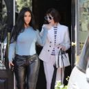 Kim Kardashian – Leaves Italian restaurants in Calabasas - 454 x 682