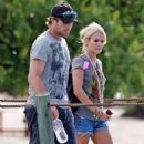 Carrie Underwood And Mike Fisher: Tahitian Twosome
