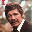Charles Bronson - Cine Revue Magazine Pictorial [France] (15 July 1976) - 454 x 602