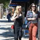 Kirsten Dunst – Seen Out for a walk with a friend in Studio City - 454 x 587