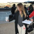 Hilary Duff – Arrives at Airport in Washington - 454 x 602
