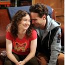 Sara Gilbert and Johnny Galecki - 454 x 670