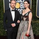 Anne Hathaway and Adam Shulman : 76th Annual Golden Globe Awards - 369 x 600
