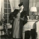 Lynn Fontanne - 454 x 576