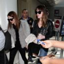 Dakota Johnson and Julianne Moore arriving on a flight at LAX airport (February 19, 2015)