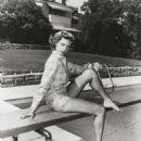 Lauren Bacall - 454 x 562