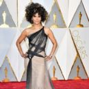 Halle Berry At The 89th Annual Academy Awards - Arrivals (2017) - 400 x 600