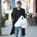 Evan Ross stops to pick up some lunch to go in Sherman Oaks, California on December 19, 2014 - 427 x 594