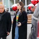 Hailee Steinfeld – Arrives at NBC studios in NYC