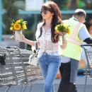 Sarah Hyland with her new hair style in Los Angeles