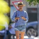 Natalie Portman – In denim shorts out in Sydney - 454 x 681