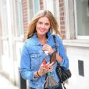 Donna Air – Shopping on the Kings Road in London - 454 x 647