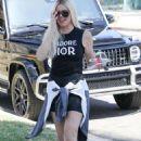Khloe Kardashian – House hunting in Woodland Hills