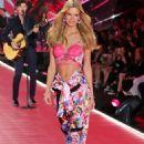 Nadine Leopold – 2018 Victoria's Secret Fashion Show Runway in NY - 454 x 681