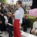 Victoria Beckham – Dior Homme Show SS 2019 at Paris Fashion Week - 454 x 681