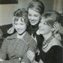 Jeanne Valérie, Jeanne Moreau et Annette Vadim - 454 x 630