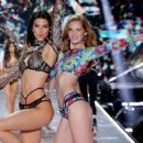 Alexina Graham – 2018 Victoria's Secret Fashion Show Runway in NY - 454 x 372