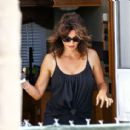 Penelope Cruz on set for 'American Crime Story' in Miami - 454 x 412