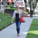 'Jenny's Wedding' actress Katherine Heigl stops by a studio in Studio City, California on August 10, 2015 - 454 x 313