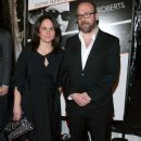 Elizabeth Cohen and Paul Giamatti - 382 x 594