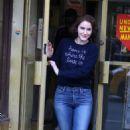 Rachel Brosnahan – 'The Marvelous Mrs. Maisel' Filming Rehearsals in Chelsea, New York - 454 x 701