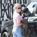 Kendra Wilkinson in Jeans out in West Hollywood - 454 x 825