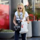 Sophie Turner Out Shopping in Los Angeles 08/23/2016 - 454 x 705