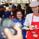 Minnie Driver – Los Angeles Mission Hosts Thanksgiving Event For The Homeless - 454 x 317