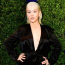 Christina Aguilera Is Almost Unrecognizable With Barely-There Makeup at AMAs