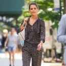 Katie Holmes shopping on Madison Ave in NYC - 454 x 739