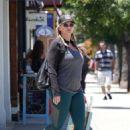 Natasha Henstridge – Shopping in Los Angeles - 454 x 639