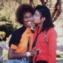 Michael Jackson, Whitney Houston - 454 x 405