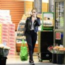 Rosie Huntington Whiteley – Shopping in Los Angeles - 454 x 485