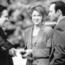 Director Sam Mendes, Annette Bening and Kevin Spacey on the set of American Beauty - 350 x 234