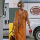 Kate Hudson in Maxi Dress – Shopping in Santa Monica - 454 x 681